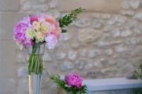 Bouquets colorés de pivoines, roses et dahlia