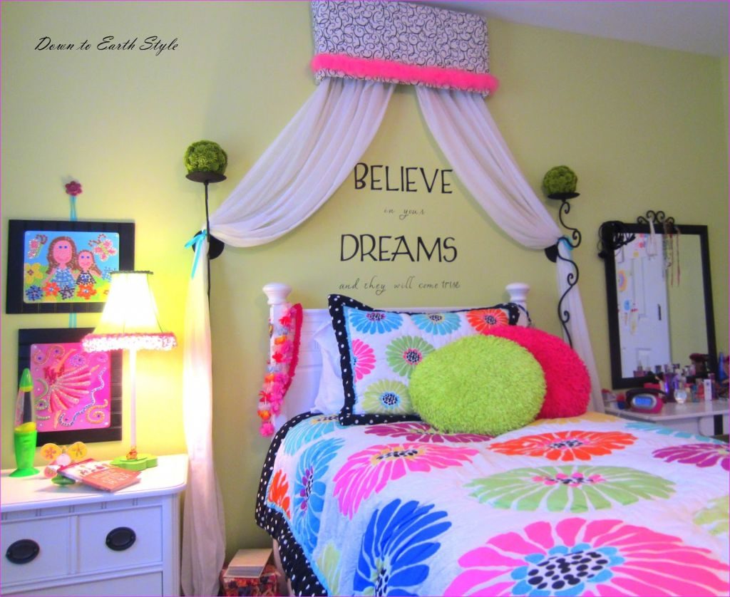"Cute Mix Color Bedrooms for Teenage Girls 46 Down to Earth Style ""tween"" Girl Room 2"