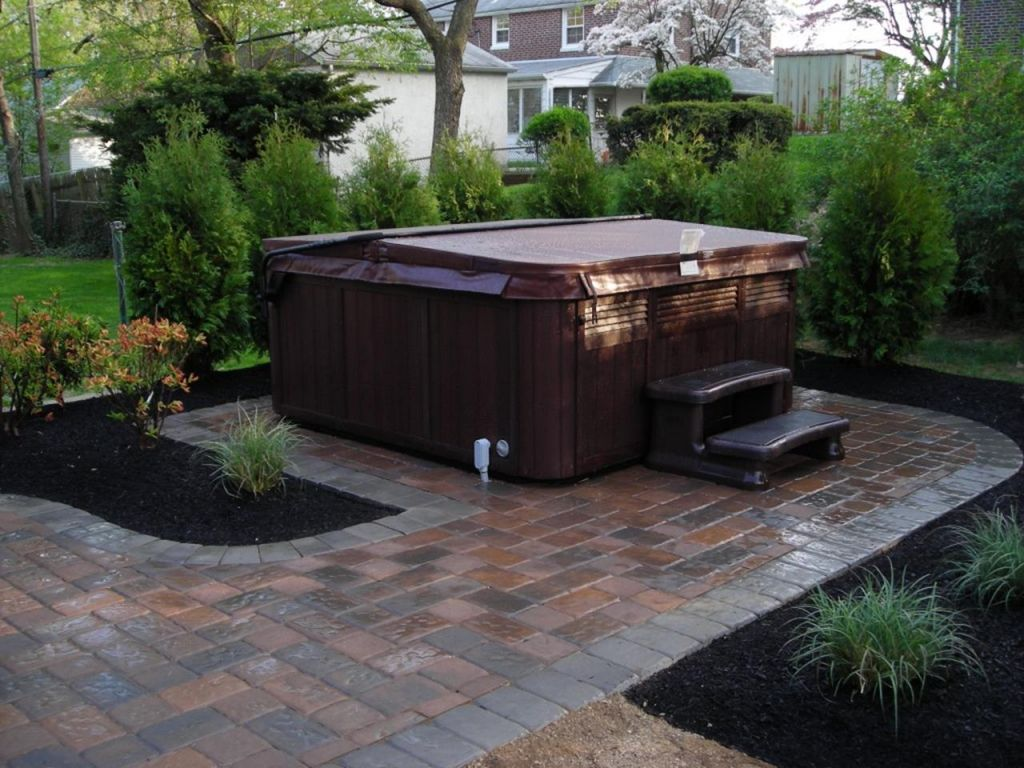 Small Backyard Ideas with Hot Tub 31