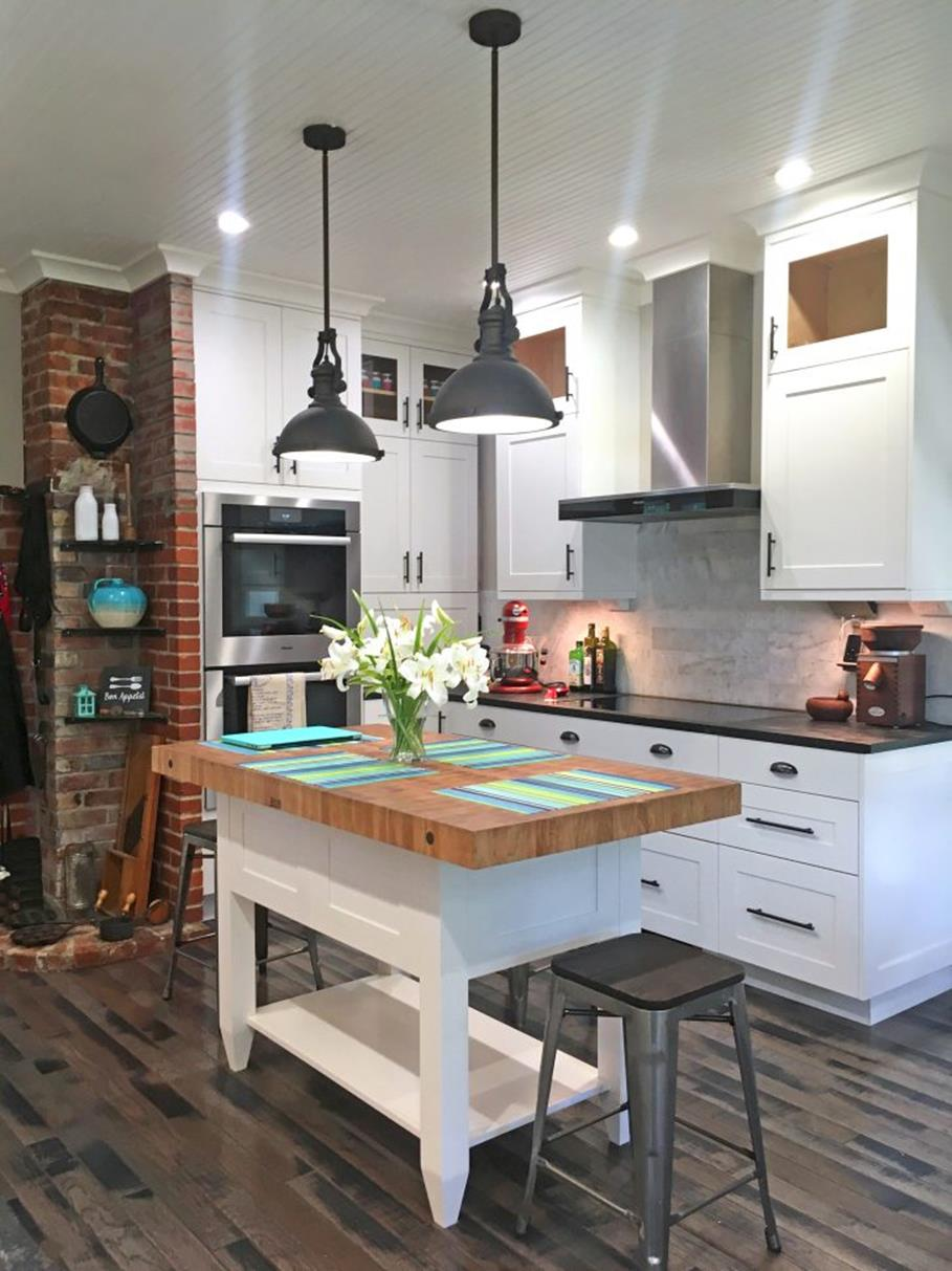 Gourmet Farmhouse Kitchen 10