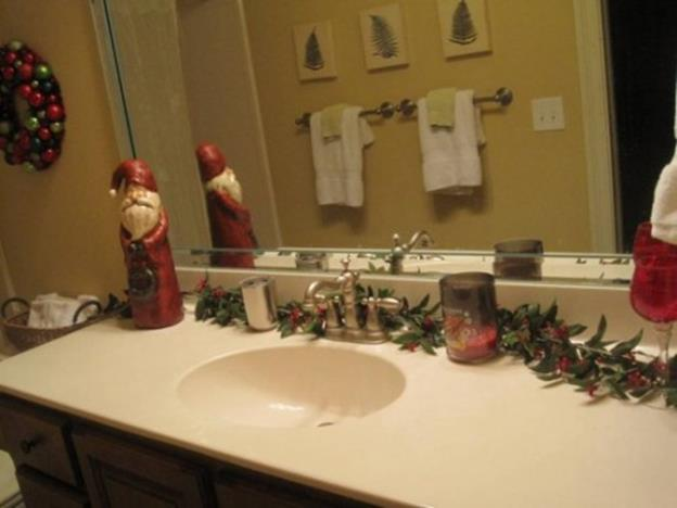 Bathroom with Holiday Wall Decor 18