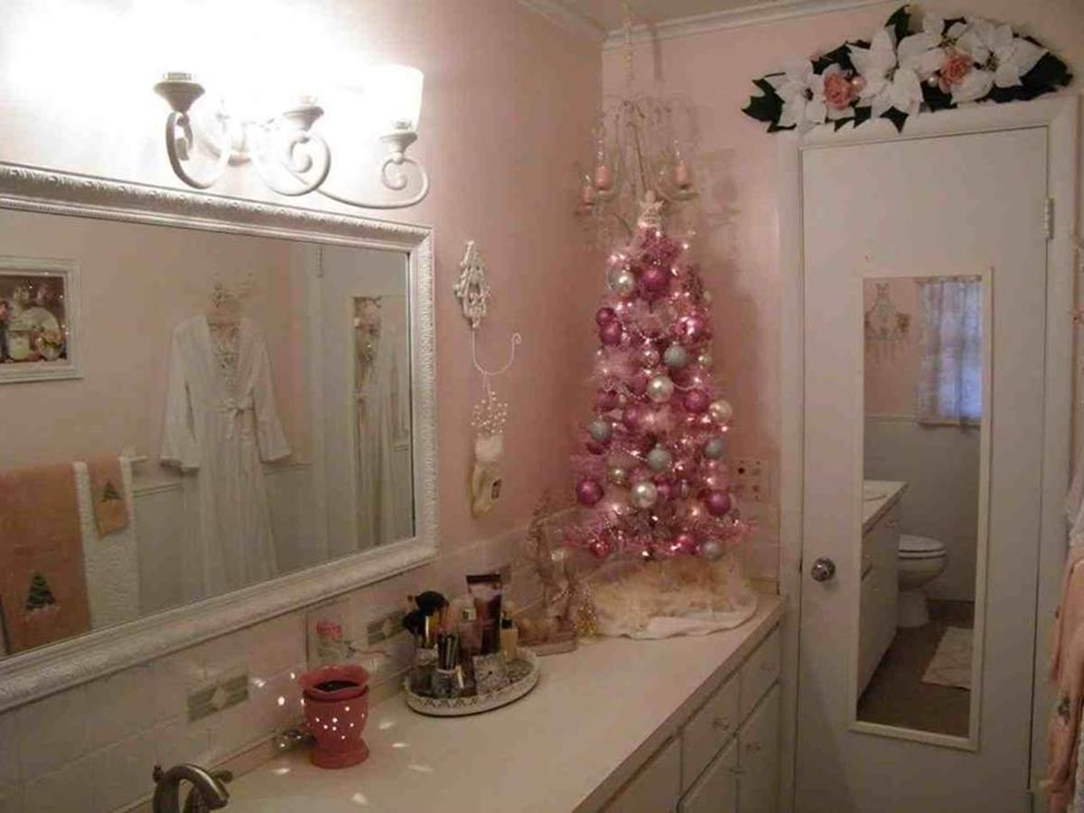 Bathroom with Holiday Wall Decor 22
