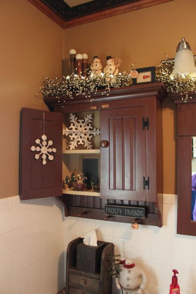 Bathroom with Holiday Wall Decor 3