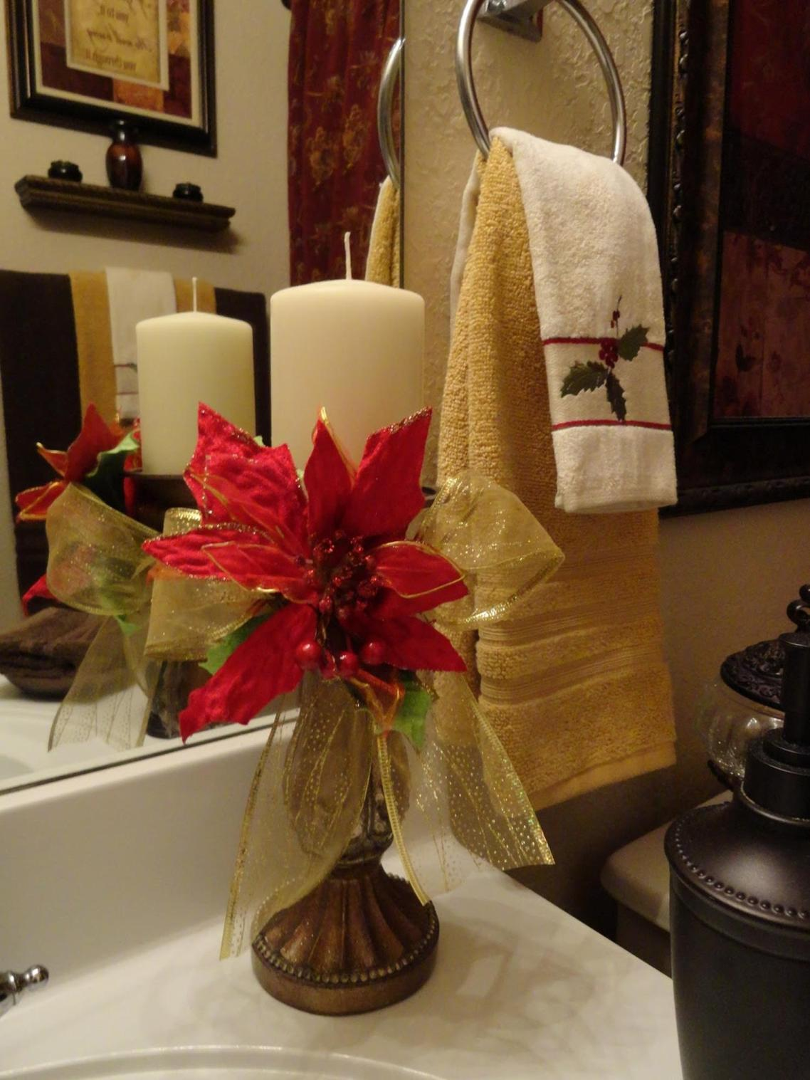 Bathroom with Holiday Wall Decor 5