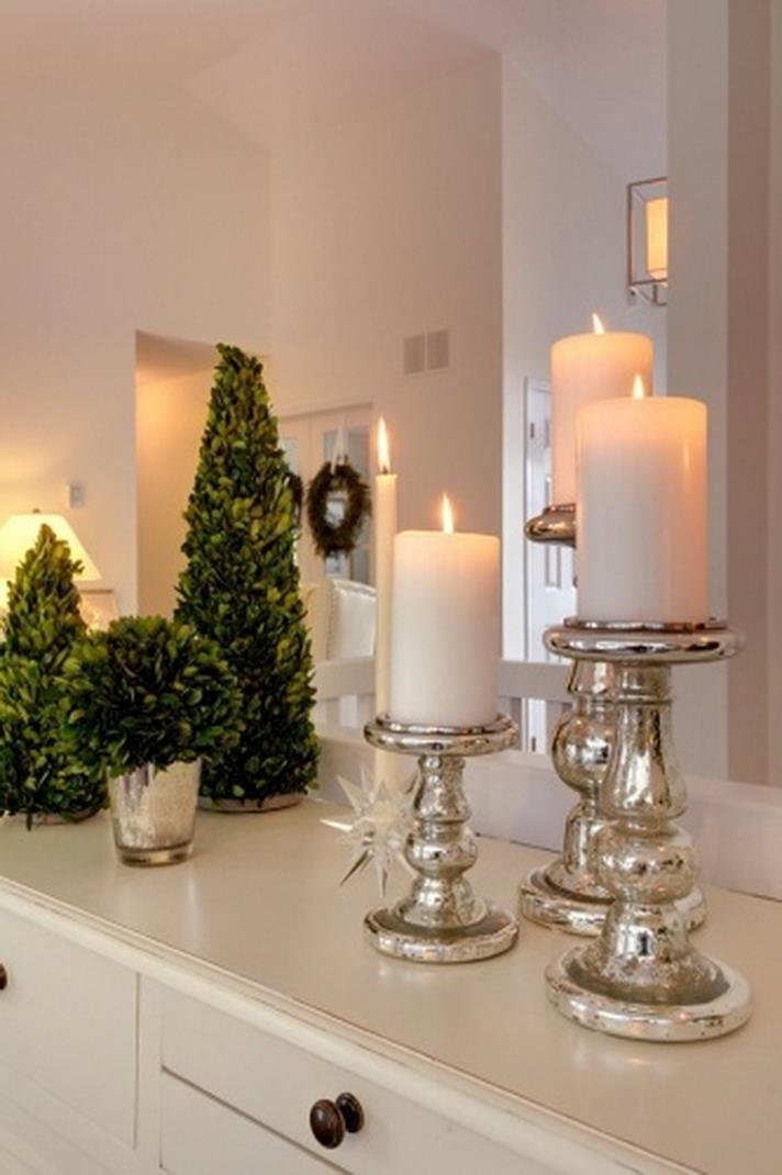 Bathroom with Holiday Wall Decor 6