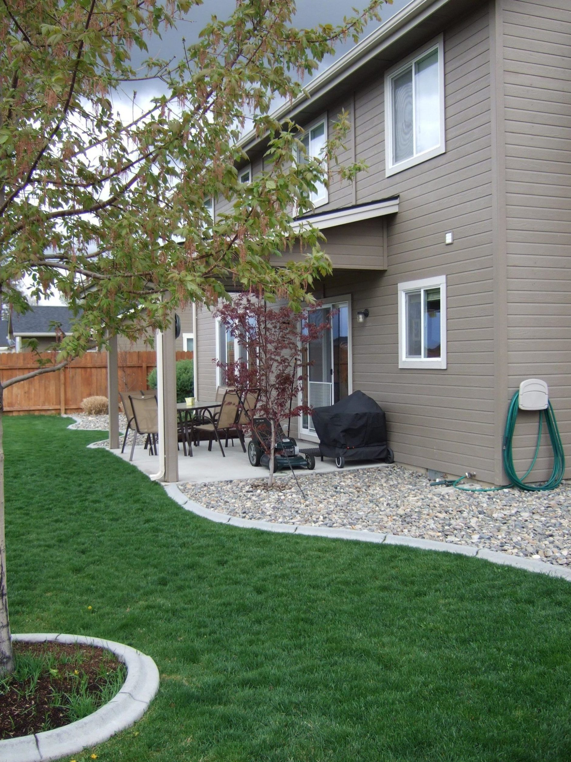 Front Yard Landscaping Ideas with White Rocks 12