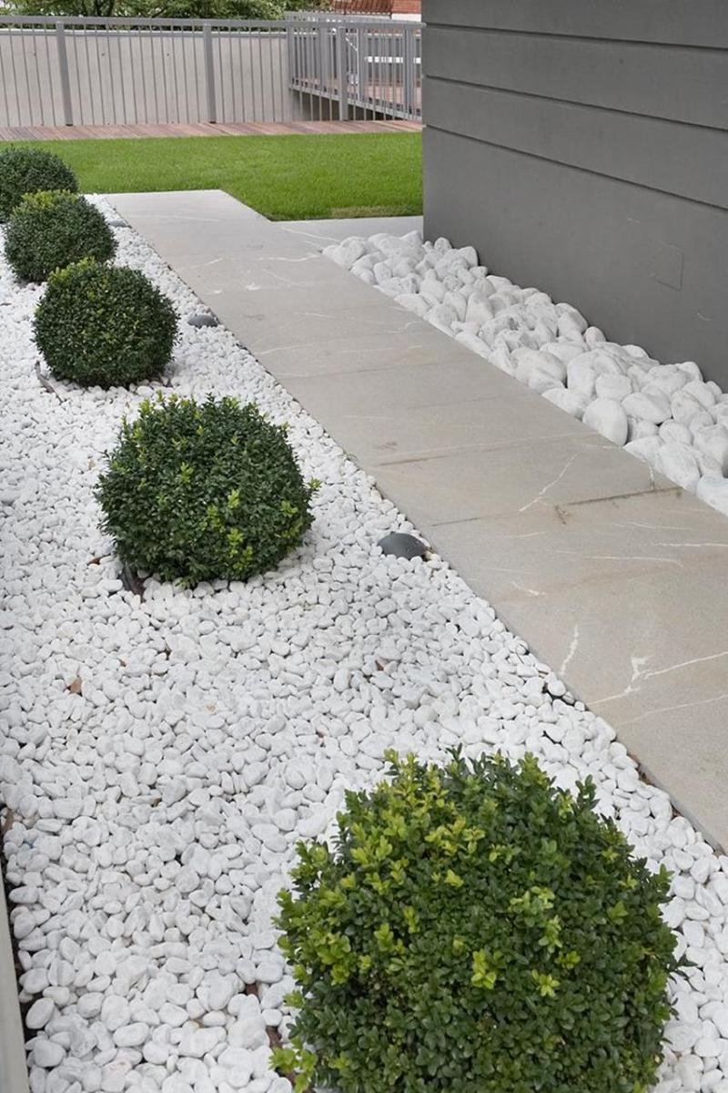 Front Yard Landscaping Ideas with White Rocks 15