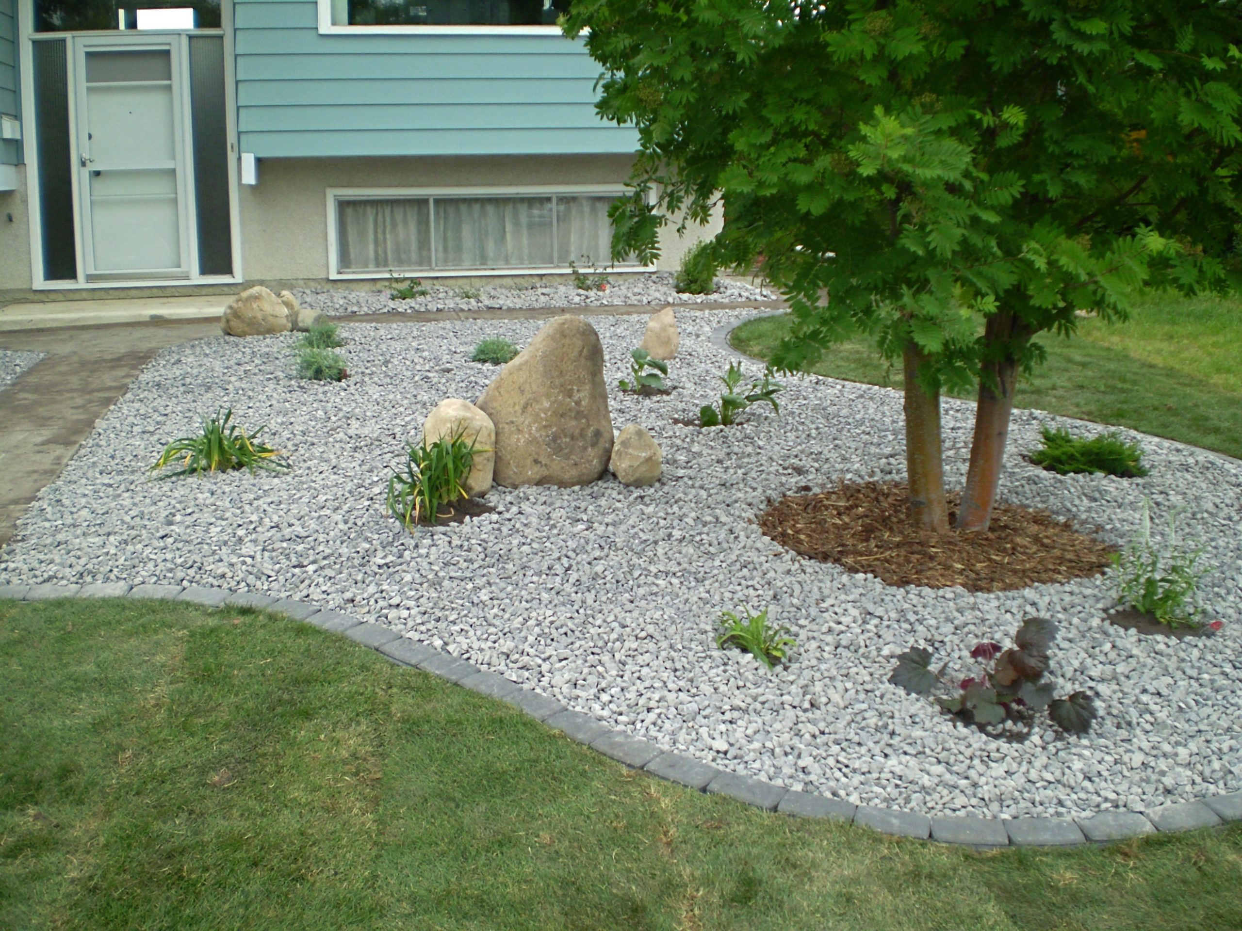 Front Yard Landscaping Ideas with White Rocks 26