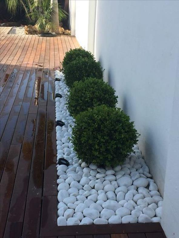 Front Yard Landscaping Ideas with White Rocks 6