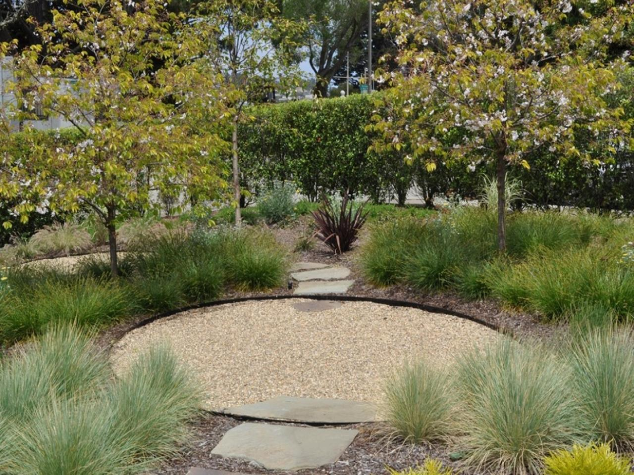 Tips Creating Pea Gravel Landscaping 9