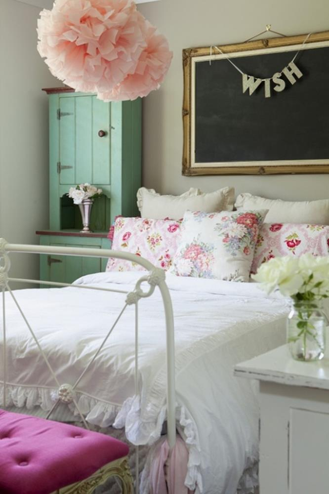 Simple Teen Girls Bedroom Decorating Ideas 38