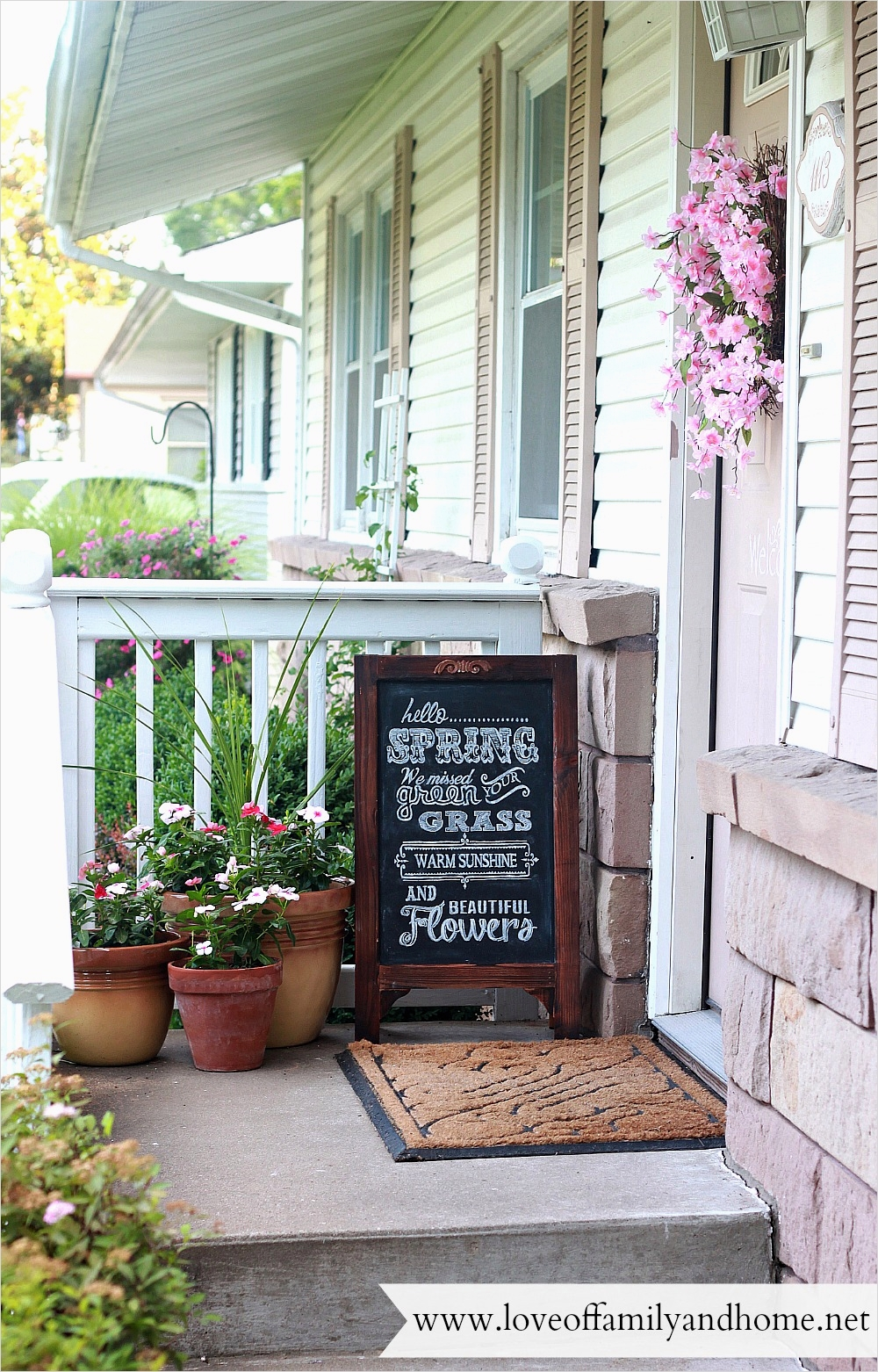 35 Stunning Little Porch Decorating Ideas for 2020 26