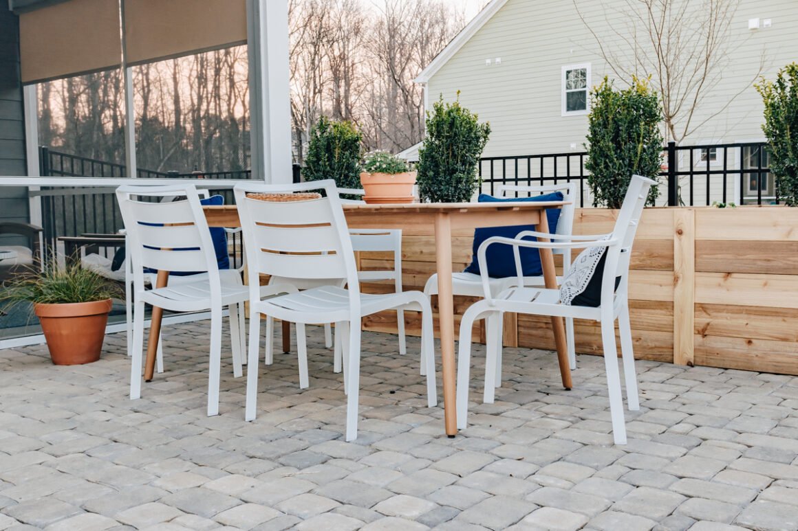 outdoor patio dining with rooms to go