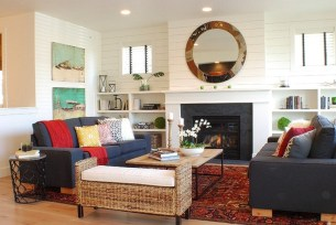 Gorgeous Farmhouse Living Room Decor Ideas And Designs (24)