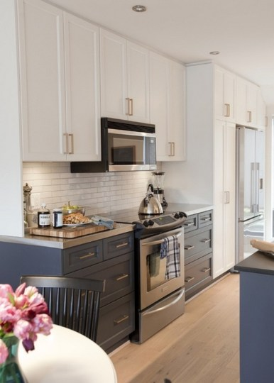 Modern Cream Kitchen Cabinets With White Subway Tile