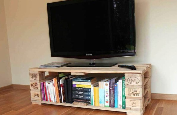 Rustic Wood Pallet TV Stand
