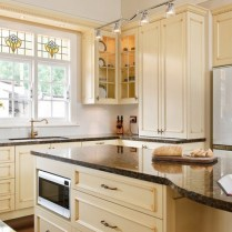 +41 To Consider For Farmhouse Kitchen Cabinets Design Ideas 61