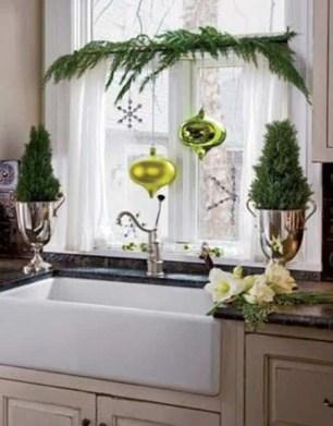 Beautiful Window Decorating Ideas For Christmas 05