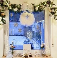 Beautiful Window Decorating Ideas For Christmas 17