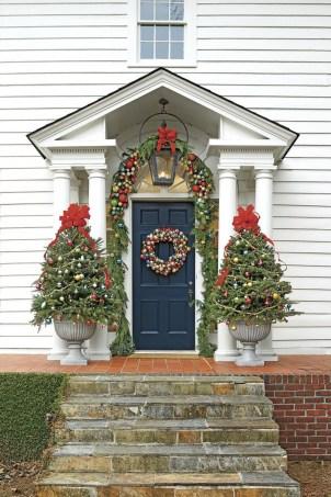 Beautiful Window Decorating Ideas For Christmas 23