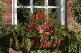 Beautiful Window Decorating Ideas For Christmas 25