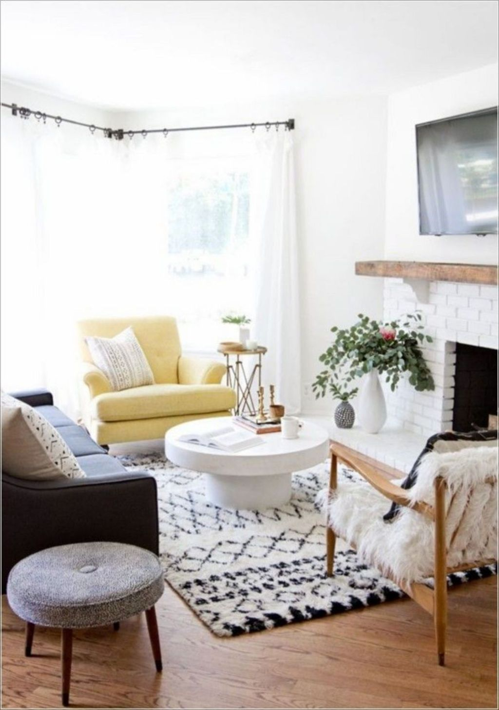Best Tiny Living Room Design Ideas That Trend Nowaday 28