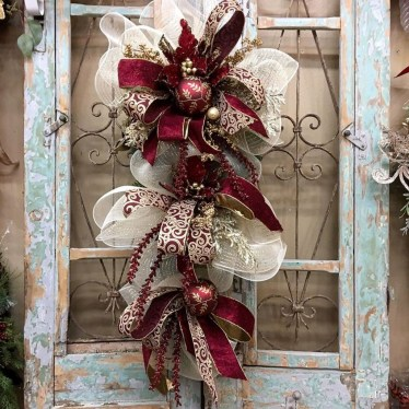 Creative Christmas Door Decoration Ideas To Inspire You 10