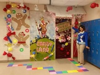 Creative Christmas Door Decoration Ideas To Inspire You 14