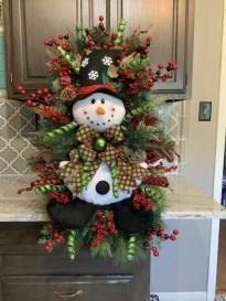 Creative Christmas Door Decoration Ideas To Inspire You 26