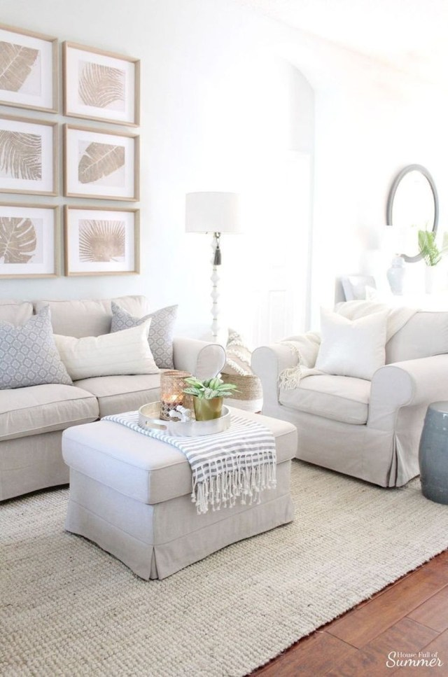 Enchanting Living Room Decor Ideas That Trending This Winter 39