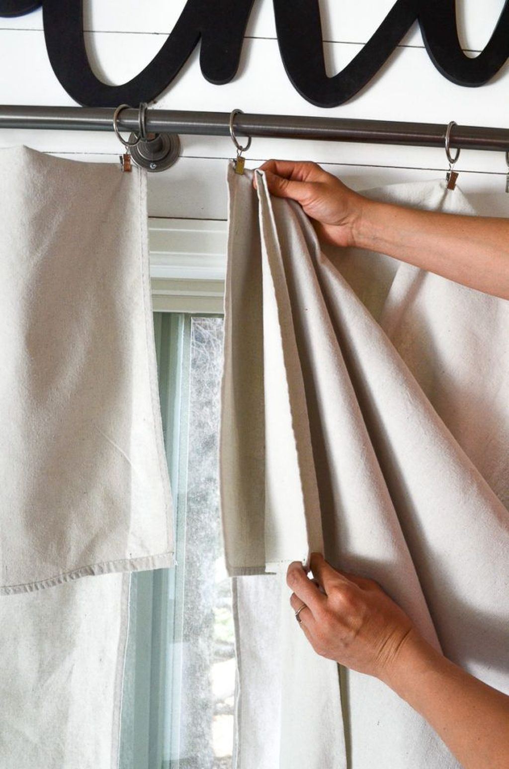 Inexpensive Living Room Curtain Design Ideas On A Budget 19