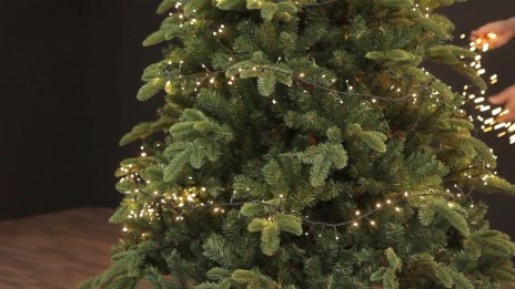Pretty Space Decoration Ideas With Christmas Tree Lights 27