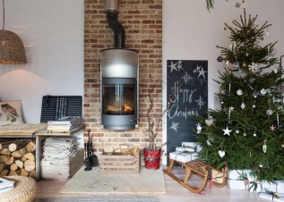 Pretty Space Decoration Ideas With Christmas Tree Lights 33