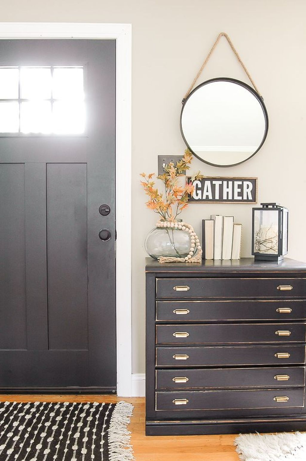 Splendid Entryway Home Décor Ideas That Make Your Place Look Cool 05