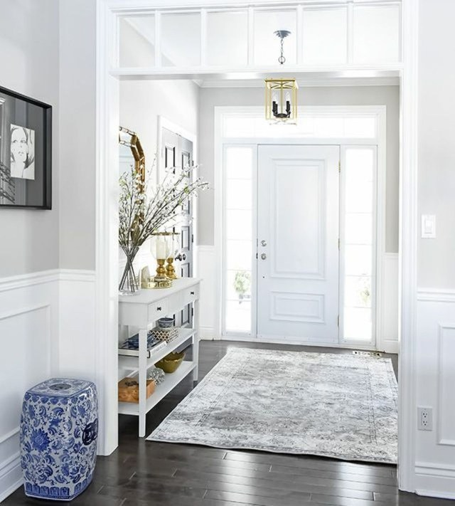Splendid Entryway Home Décor Ideas That Make Your Place Look Cool 11