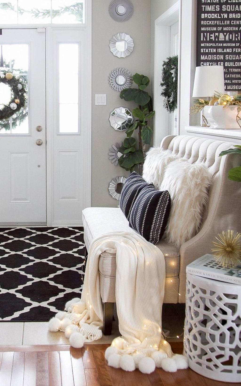 Splendid Entryway Home Décor Ideas That Make Your Place Look Cool 25
