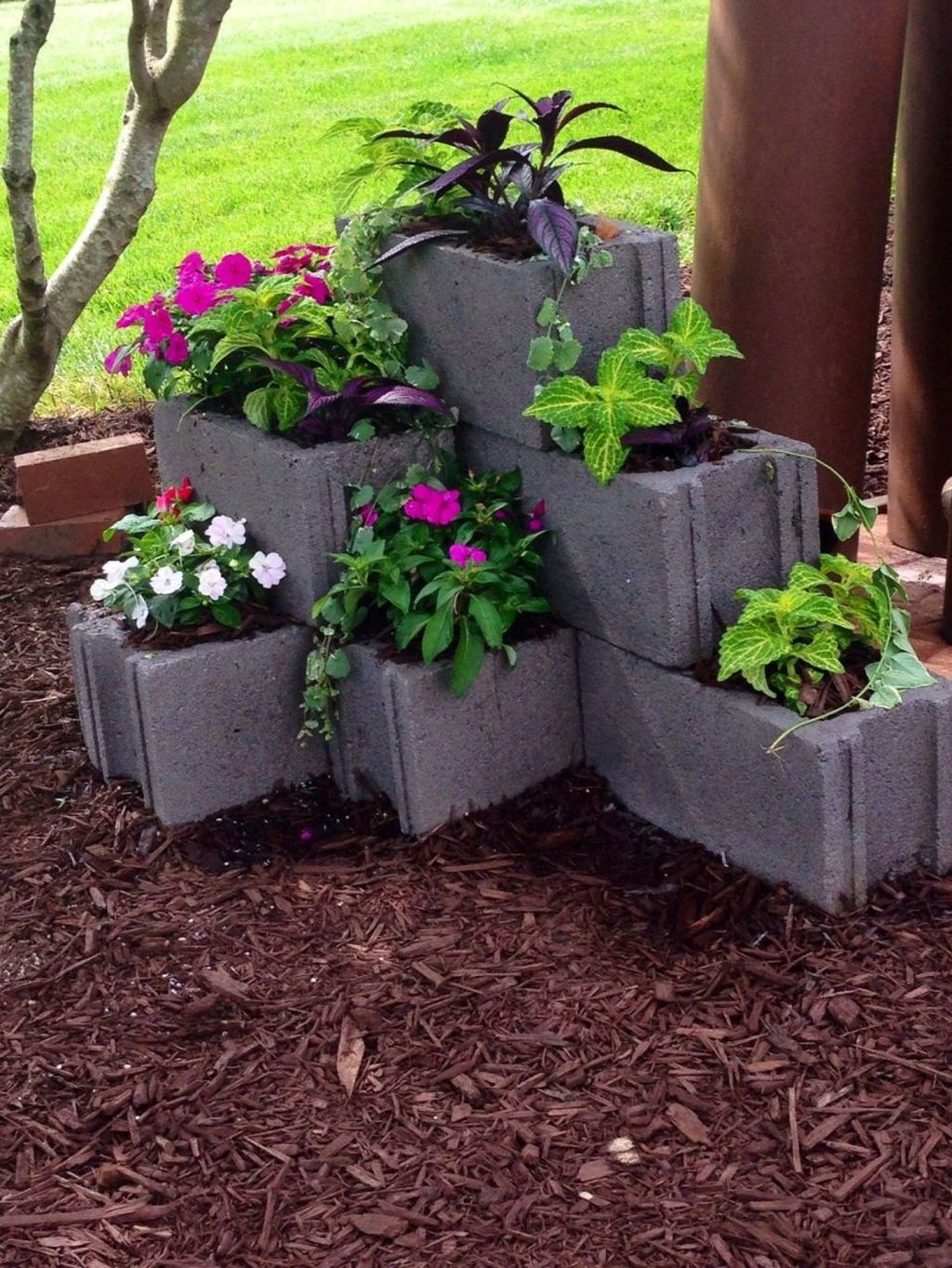 Stylish Garden Design Ideas With Cinder Block To Try 31