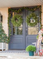 Unique Christmas Decoration Ideas For Front Porch 03