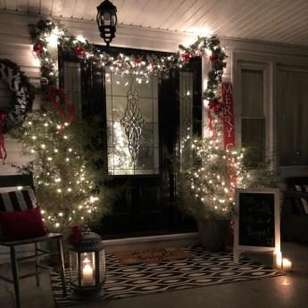 Unique Christmas Decoration Ideas For Front Porch 15