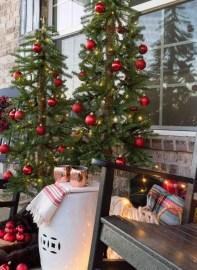 Unique Christmas Decoration Ideas For Front Porch 27