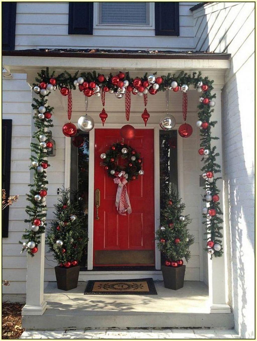 Unique Christmas Decoration Ideas For Front Porch 31