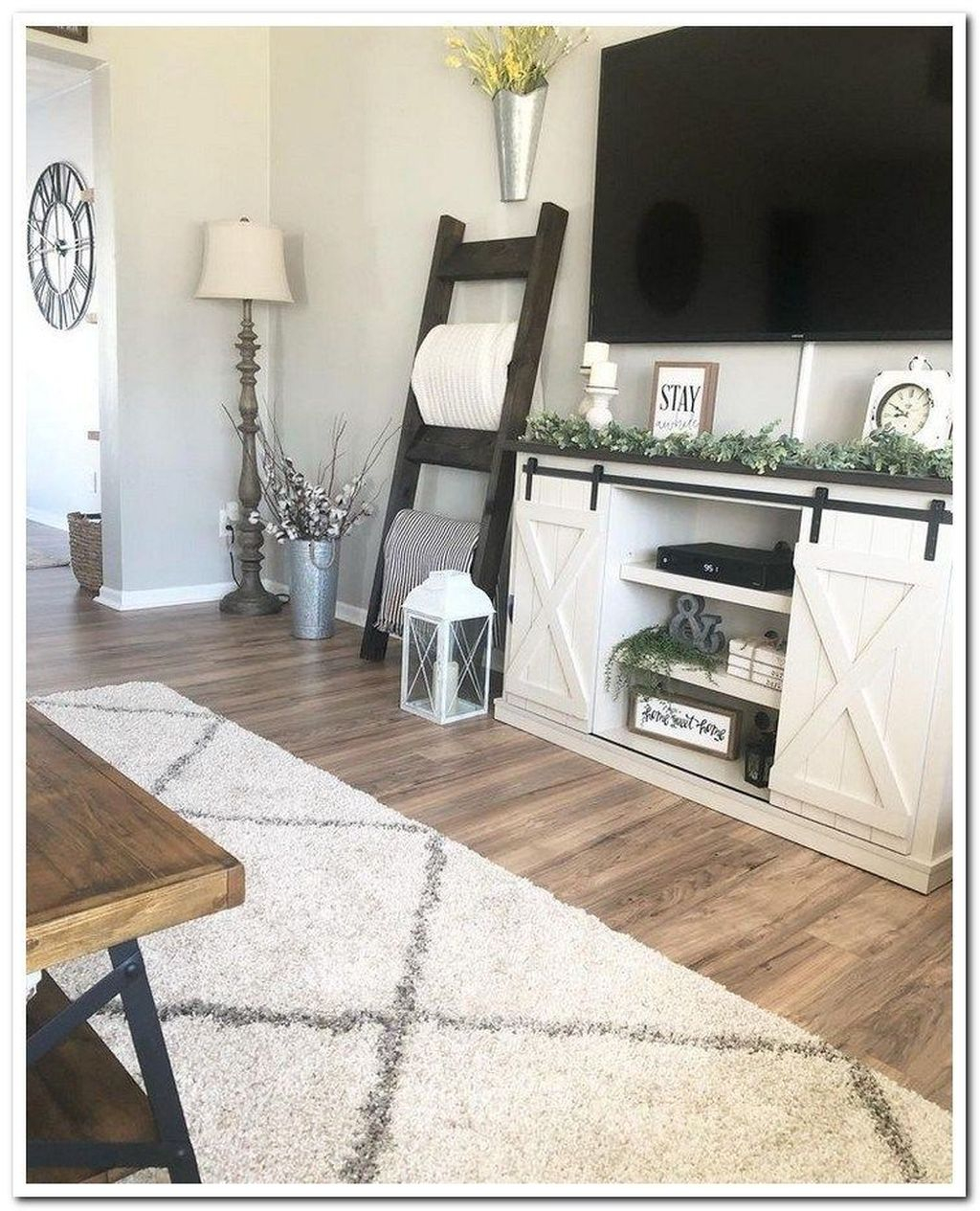 Catchy Farmhouse Apartment Interior Design Ideas To Try Now 28