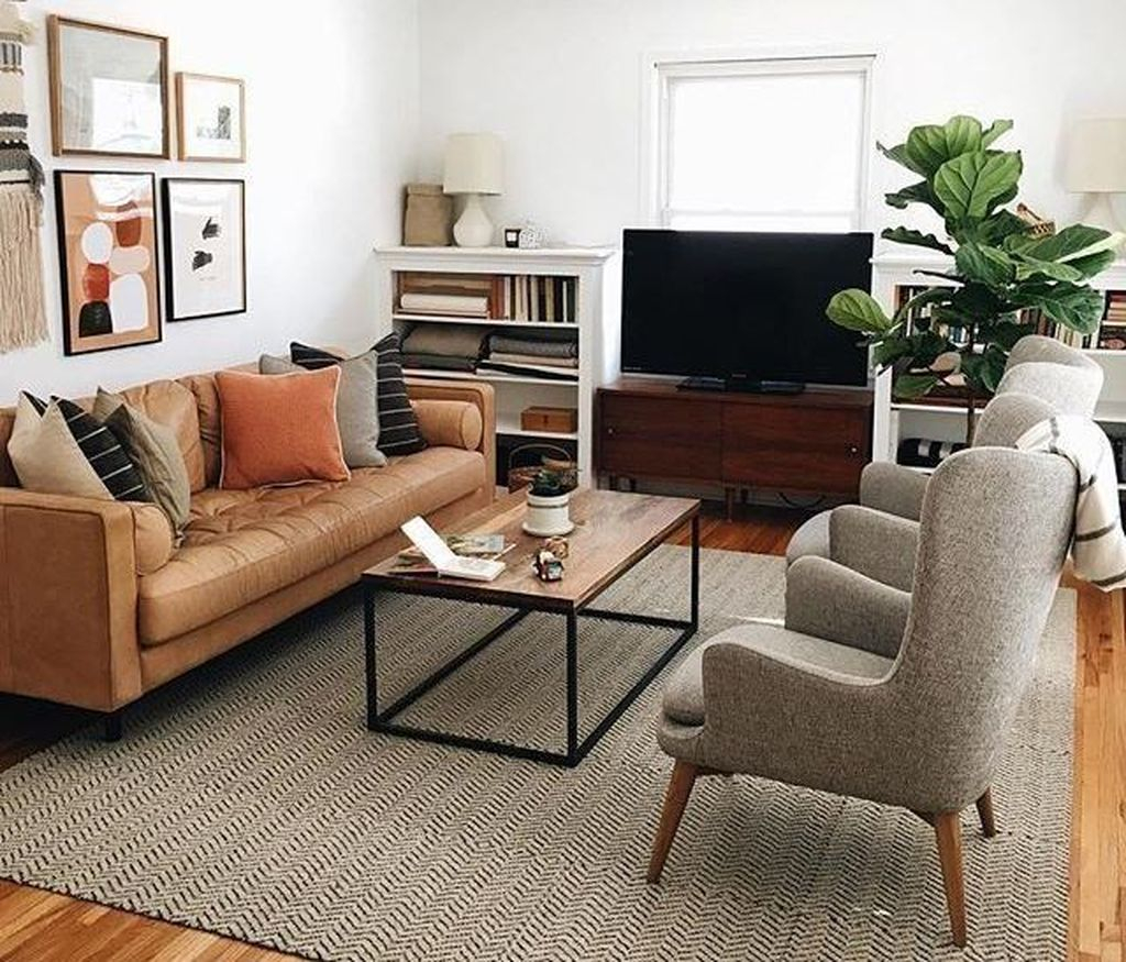 Cool Living Room Design Ideas To Make Look Confortable For Guest 25