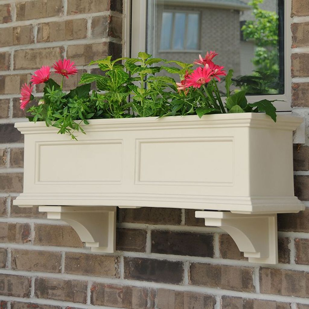 Fabulous Exterior Decoration Ideas With Flower In Window 02