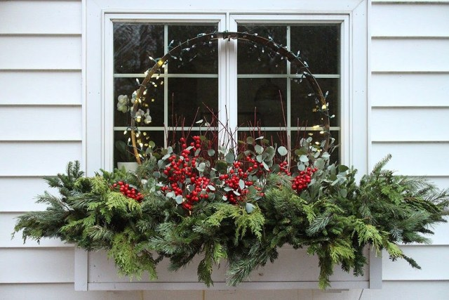 Fabulous Exterior Decoration Ideas With Flower In Window 11