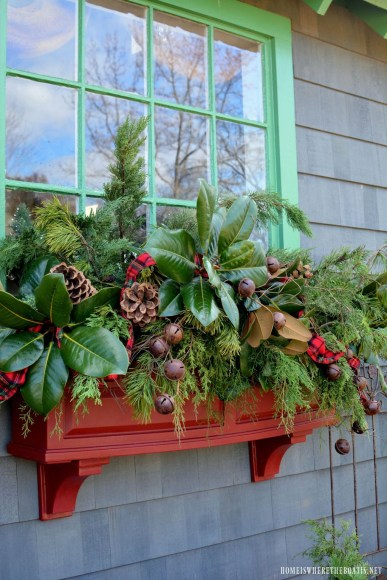 Fabulous Exterior Decoration Ideas With Flower In Window 14