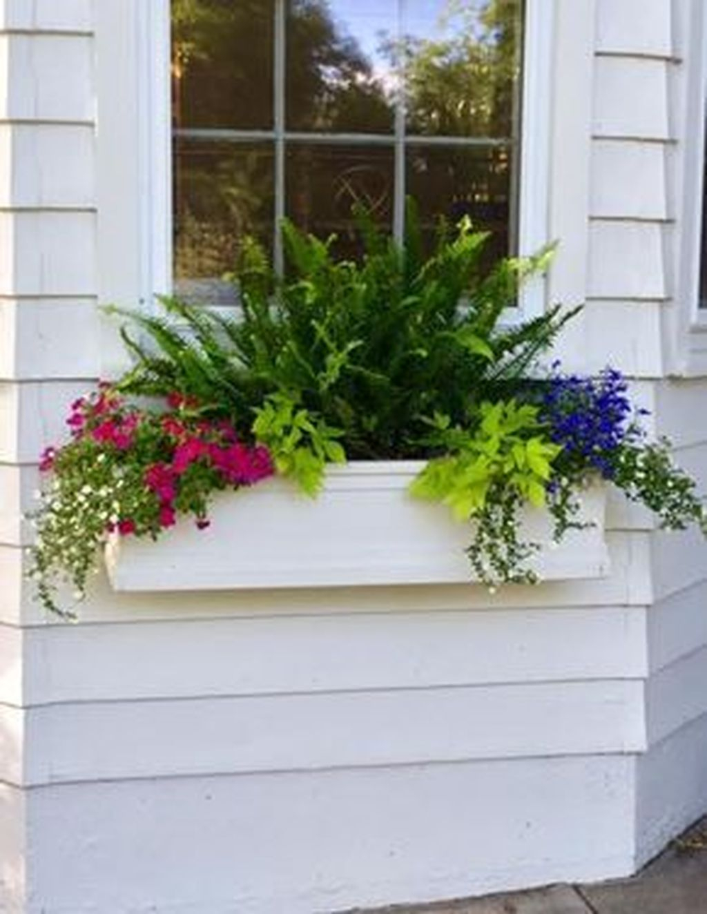 Fabulous Exterior Decoration Ideas With Flower In Window 18