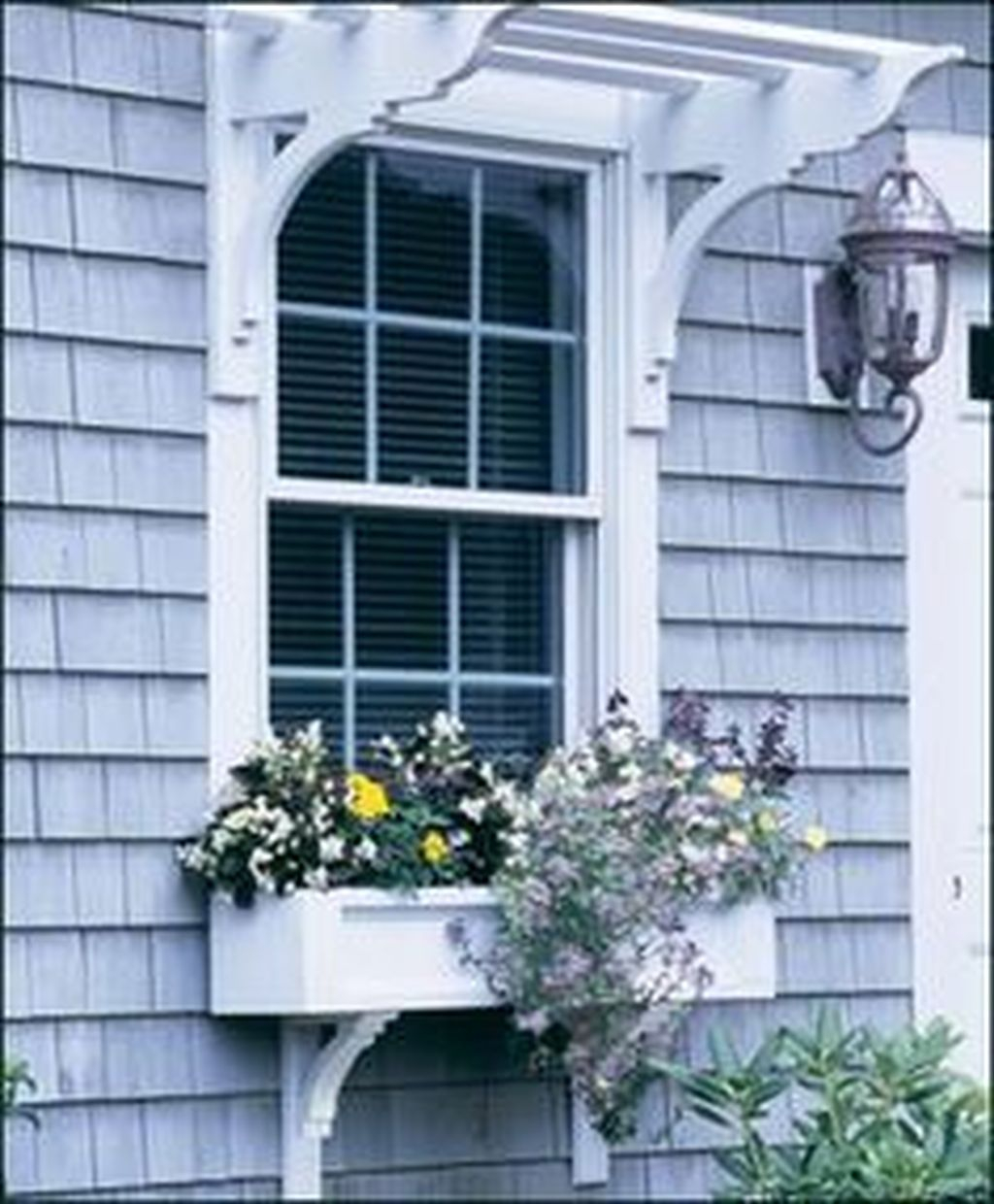 Fabulous Exterior Decoration Ideas With Flower In Window 34
