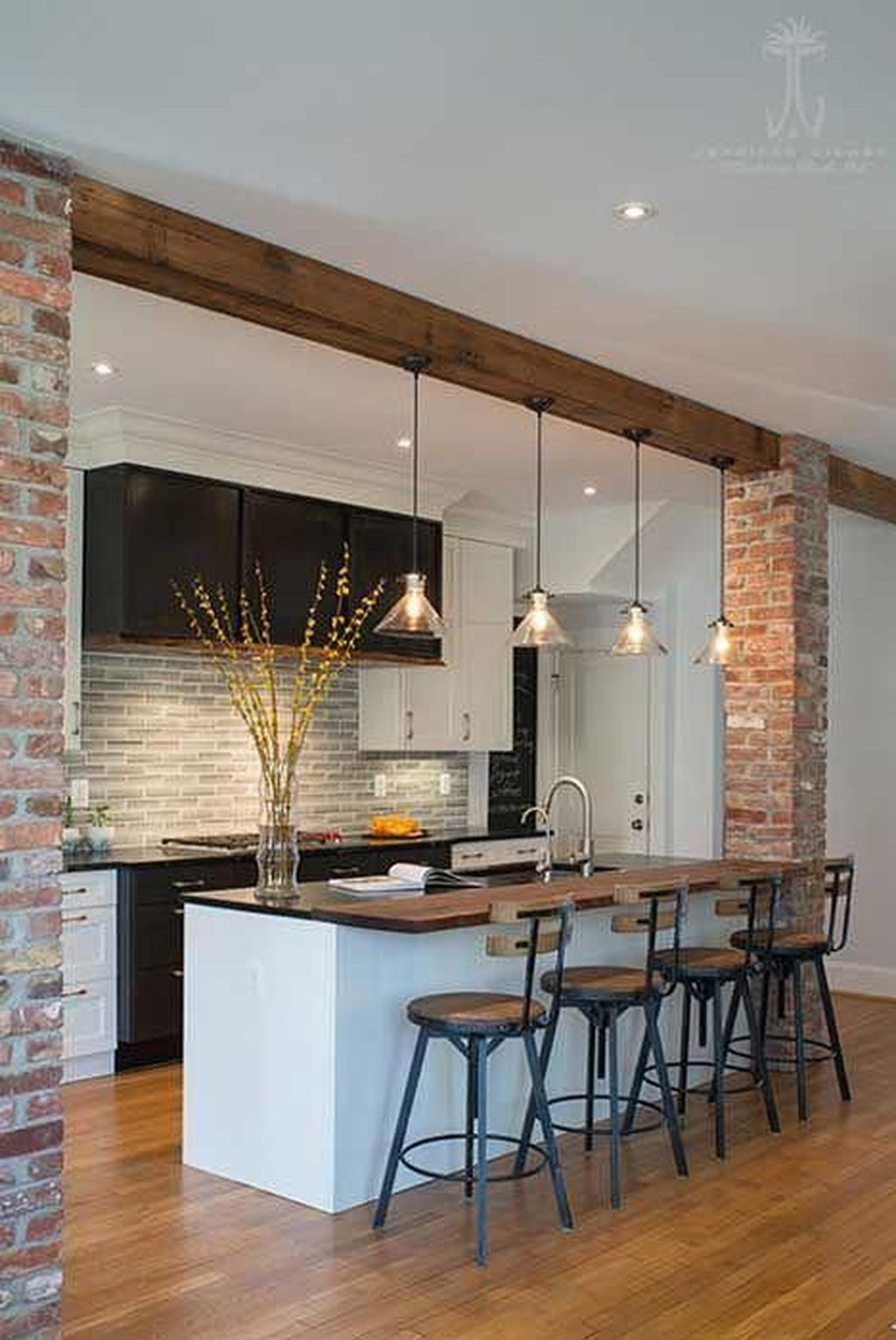 Hottest Wood Kitchen Set Design Ideas That You Can Try 12