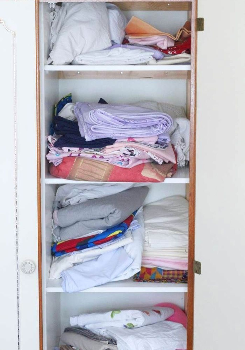 Smart Linen Closet Organization Makeover Ideas To Try This Year 32